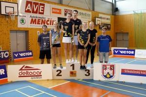Stupně vítěžů ve smíšené čtyřhře. Foto:badminton-benatky.cz